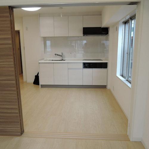 お部屋の一角にある省スペースなキッチン
